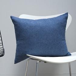 LIAM Pillow