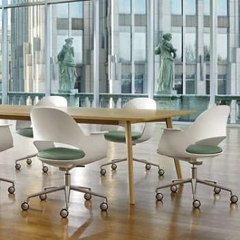Shown in Mist / Polished Aluminum with Focus / Sky upholstered seat, in use