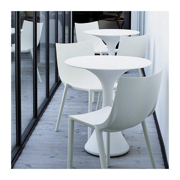 Kissi Kissi Cafe Table
