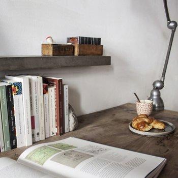 Sliced Shelf, In use