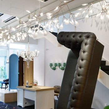 Heracleum Endless LED Suspension, unlit, in use