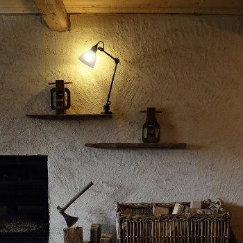 Shown in lit